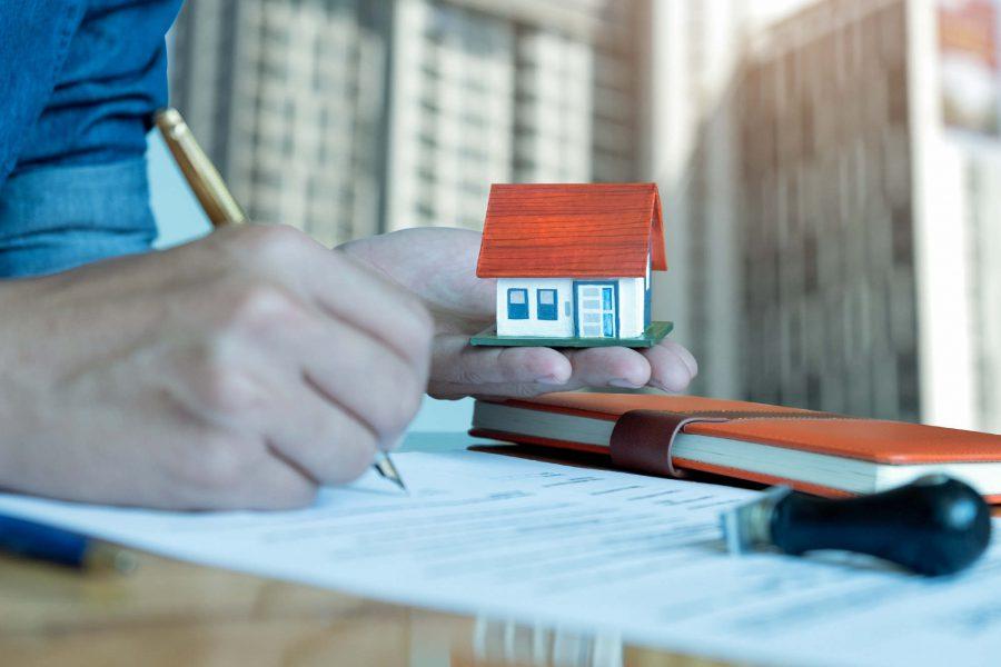 Jak sprzedać mieszkanie? Samodzielna sprzedaż, biuro nieruchomości, skup