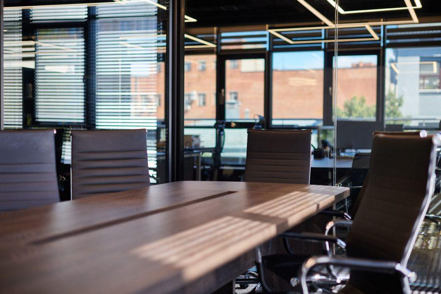 Nagłośnienie w sali konferencyjnej – jak je zorganizować?